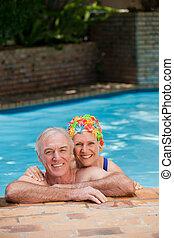 couple, mûrir, heureux, piscine