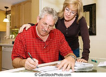 couple, mûrir, -, paperasserie, signer