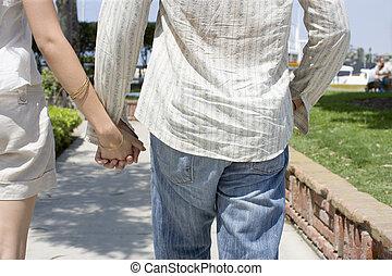 couple, mains, tenue, promenades