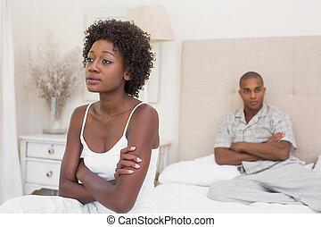 couple, malheureux, pas, chaque, parler