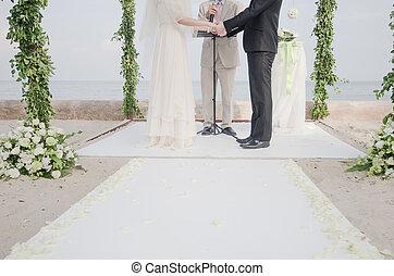 couple, mariage, tenant mains