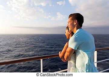 couple, matin, mer, bateau croisière, apprécier, vue