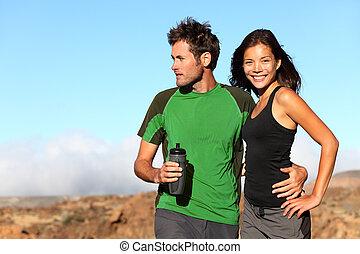 couple, multiculturel, jeune, dehors