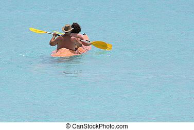 couple on the lagoon