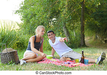 couple on the picnic