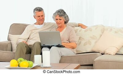 couple, ordinateur portable, fonctionnement
