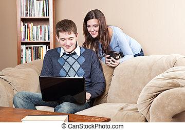 couple, ordinateur portable