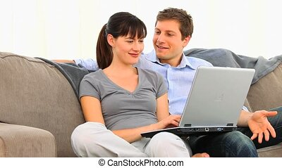 couple, ordinateur portable, joli