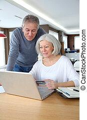 couple, paiement, internet, confection, personne agee, obtenu