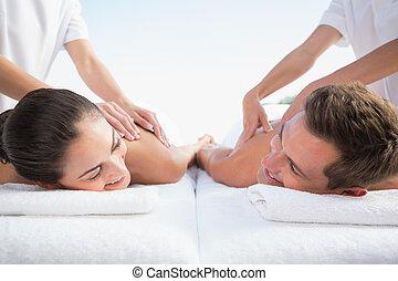couple, paisible, couples, poolside, apprécier, masage