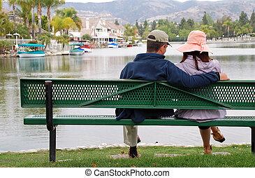 couple, par, les, lac, -, homme