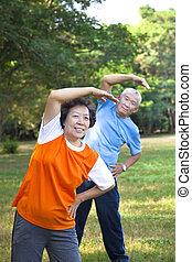 couple, parc, asiatique, fitness, personne agee, heureux