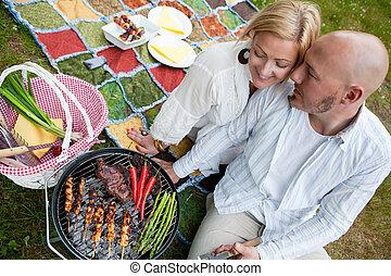couple, parc, barbecue, heureux
