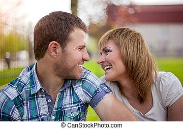 couple, parc, jeune, délassant