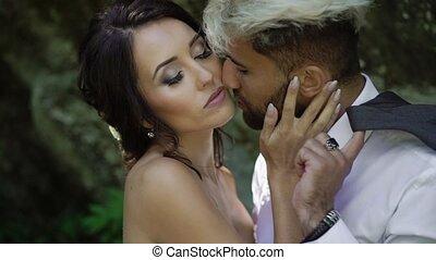 couple, parc, jeune, embrasser
