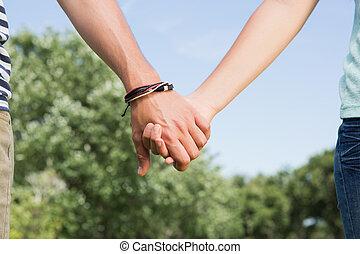 couple, parc, mains, mignon, tenue
