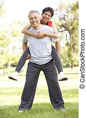 couple, parc, personne agee, élaboration