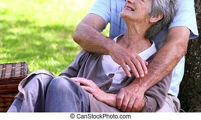 couple, parc, personne agee, délassant