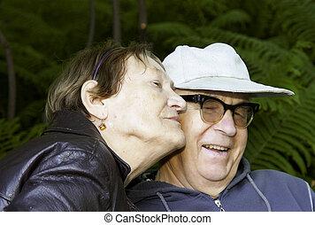couple, parc, personne agee, heureux