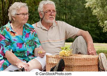 couple, parc, personne agee, séance
