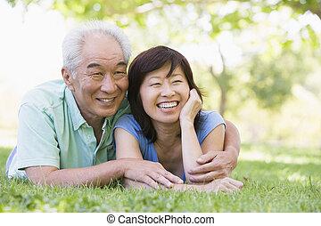 couple, parc, sourire, délassant, dehors