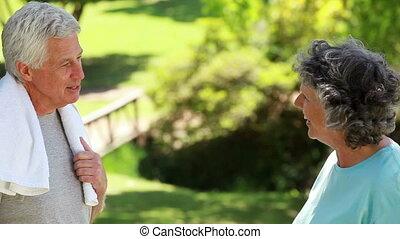 couple parler, après, exercices, ensemble, heureux