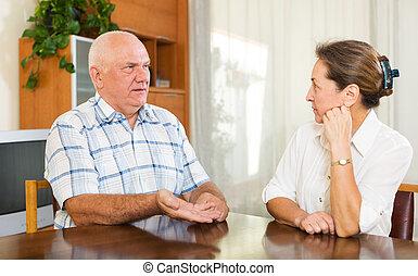 couple parler, mûrir, maison, sérieux, avoir