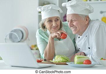 couple, personne agee, cuisine