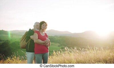 couple, personne agee, nature, motion., touriste, randonnée,...