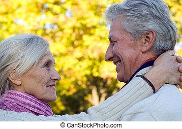 couple, personnes agées, gentil