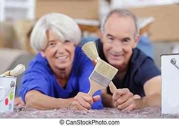 couple, personnes agées, outils, rénovation