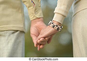 couple, personnes agées, tenue