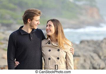 couple, plage, prendre, promenade
