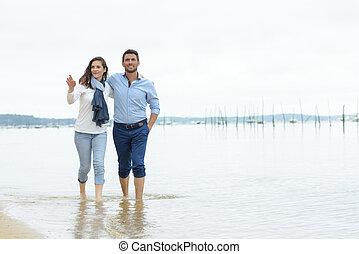 couple, plage, réveiller