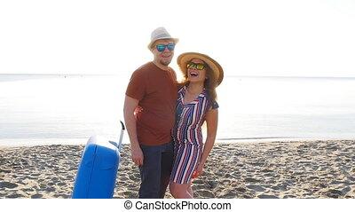 couple, plage, sourire, vacances, heureux