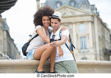 couple, prendre, jeune, fetes, selfie, vue
