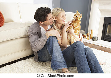 couple, prendre, jouer, à, chouchou, chat, chez soi