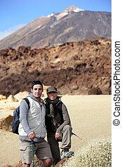 couple, randonneurs, paysage, désert