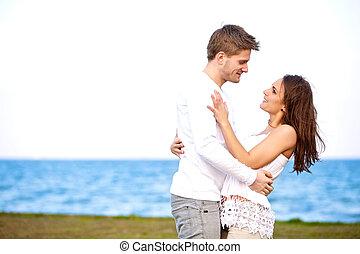 couple, regarder, autre, séduisant, affectueusement, chaque