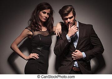 couple, regarder, mode, appareil photo