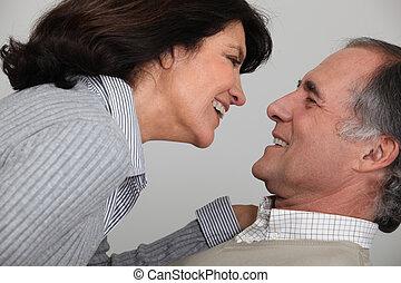 couple, rire, ensemble, mûrir