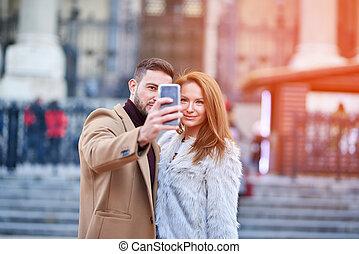 couple, rue, selfie