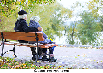 couple, séance, banc, parc, personne agee