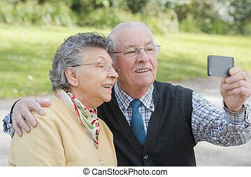 couple, selfie, personnes agées