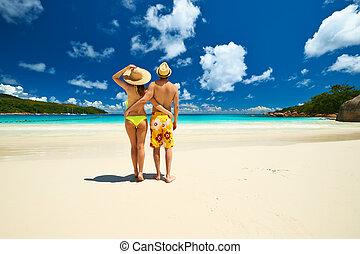 couple, seychelles, plage