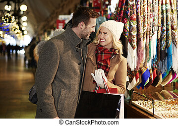 COuple shopping in the market square
