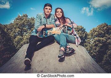 couple, skatepark, jeune, skateboard