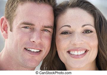 couple, sourire, dehors