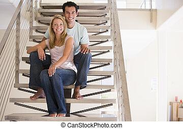 couple, sourire, escalier, séance