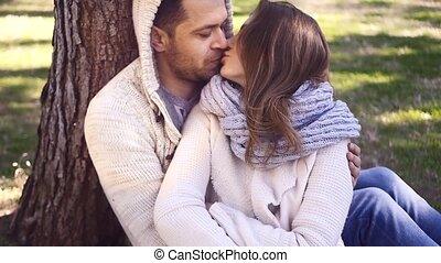 couple, sous, arbre, jeune, séance